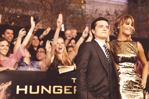 hunger games three fingers salute meaning