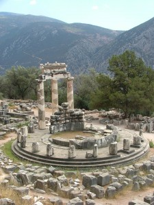 Delphi_tholos_cazzul
